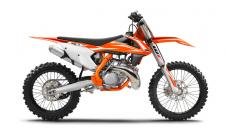 The KTM 250 SX has one of the best power-to-weight ratios in the world of dirt, forming the ultimate punch against more complex 4-stroke rivals. With the grunt to devour all sorts of tracks and terrains, and a lightweight chassis keen to skim the surface, this masterpiece of KTM's R&D and Motorsport departments is born to lead the next pack of winners that prefer premix.