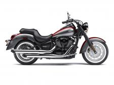 Full-size performance in a middleweight motorcycle gives you the power and efficiency to take on roads of all sizes – across town or across state lines. Enjoy the ride in all-day comfort with the sculpted seats, spacious floorboards and a protective windshield as you put the power of the liquid-cooled 903cc V-twin engine to work.