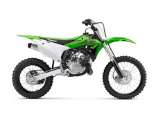 THE KX100 MOTORCYCLE IS THE CHOICE OF FUTURE MOTOCROSS CHAMPIONS. WITH MORE POWER AND LARGER WHEELS THAN THE KX™85, THIS TWO-STROKE SUPER-MINI GIVES RIDERS THE PERFECT BLEND OF PROPORTIONATE POWER INCREASE WITH A LARGER CHASSIS BEFORE TRANSITIONING TO THE BIG BIKES.