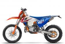 KTM has ruled off-road for decades. The special edition Six Days models celebrate this success with special performance upgrades and top-of-the-line components. In 2017 the ISDE (International Six Days of Enduro) will be held in Brive-la-Gaillarde, France and the KTM model line-up has been suitably equipped to handle anything the muddy and rocky terrain can throw at it.