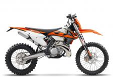 The engine of the KTM 300 XC-W has been known and respected for being the most powerful 2-stroke engine in its class. 2-strokes really do have a future at KTM. Their outstanding power-to-weight ratio, low cost and simplicity see to that. The KTM 300 XC-W engine has been optimized for mass centralization, comes with a twin-valve controlled power valve, a balancer shaft for less engine vibrations, a 6-speed transmission and a hydraulically operated DDS clutch. This compact powerplant lays down the law in terms of 2-stroke power and torque and is the right choice for lovers of low purchase and maintenance costs. Oh, and of course don't forget that 2-stroke symphony when you're on the pipe.
