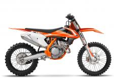Since Tony Cairoli first took a KTM 350 SX-F to the top of the MX1 World Championship in 2010, the Red Bull KTM athlete has dominated the class aboard this nimble but powerful bike with 5 consecutive world championship titles. No surprises here, with the combination of 450-style muscle and the agility of a 250. Who said you can't have everything?