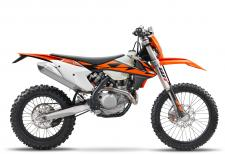 KTMs 2018 500 EXC-F was built with the serious off-road enthusiast in mind. Built in Austria but ridden the world over, the 500 EXC-F was designed to be taken straight off the showroom floor and ridden away from the truck and into the elements - a 2.3-gallon tank provides fuel for the journey.