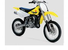 The RM85 continues to carry on the powerful tradition of racing excellence in the Suzuki motocross family.