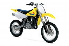 The 2019 RM85 continues to carry on the powerful tradition of racing excellence in the Suzuki motocross family. The reliable two-stroke engine produces smooth power at any rpm with an emphasis on low- to mid-range performance.
