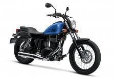 The Suzuki Boulevard S40 takes a timeless single cylinder design, with a blacked out treatment, and adds a shot of advanced Suzuki technology.