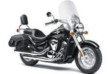 FULL-SIZE PERFORMANCE IN A MIDDLEWEIGHT CRUISER GIVES YOU THE POWER AND EFFICIENCY TO TAKE ON ROADS OF ALL SIZES–ACROSS TOWN OR ACROSS STATE LINES. ENJOY ALL-DAY COMFORT WITH THE SCULPTED SEATS, SPACIOUS FLOORBOARDS AND A PROTECTIVE WINDSHIELD, AND LET THE POWER OF THE LIQUID-COOLED 903cc V-TWIN ENGINE PUT A SMILE ON YOUR FACE.