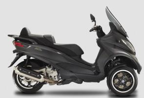 Performance and efficiency are the standout characteristics of the MP3 Sport 500.  It boasts an increase in performance and a significant reduction in fuel consumption.  The Ride by Wire electronic acceleration system optimizes engine operation distribution and flow even at low speed by means of changing the engine map with a mere touch of a button on the handlebar.