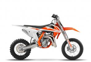 The KTM 65 SX is a fully-fledged piece of sports equipment for young pilots aged around 8- to 12-years-old. This years top student features a revolutionary WP AER 35 front fork, ultra cool graphics and sets the standard in terms of power, riding dynamics, equipment and craftsmanship. Like its larger counterparts, the KTM 65 SX is truly READY TO RACE for its young competitors.