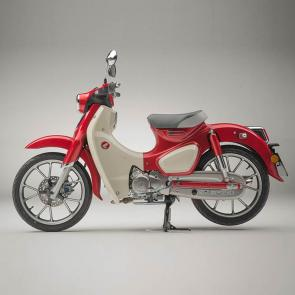 Its the machine that changed motorcycling in America, and that put the whole world on two wheels. The Honda Super Cub was the right bike at the right time, and now its back in a thoroughly modern version, the right bike for the way we ride today. Sure, youll love the classic look, but underneath that timeless bodywork its packed with plenty of modern features. And what made it great then still makes it great now: its affordable, practical, and just the right size for a wide variety of riders. But the real reason why the Super Cub was and is such a success is because its just so much fun. Keep on going, little Honda!  253727