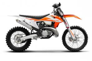 With enough power to excel on all sorts of tracks and terrain, combined with an extremely lightweight chassis, the KTM 250 XC TPI has one of the best power-to-weight ratios in its class. Now proudly including TPI to its name, the KTM 250 XC TPI further demonstrates KTMs unrelenting commitment to 2-stroke advancement. The benefits are clear: besides huge improvements in fuel efficiency and exhaust emissions, the system also removes the need for pre-mixing fuel and re-jetting, meaning that with less effort, the engine always runs smoothly and crisply.