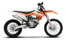 Taking lessons learned from Tony Cairoli's dominating career aboard the 350 SX-F, and insights from top European 350 enduro riders, we created the KTM 350 XC-F. Sharing the same aggressive motocross personality but with a cross country chassis setup, the 350 XC-F, like Tony, is a flat-out, offroad-ripping legend!