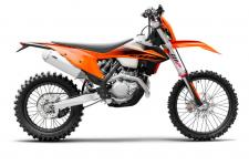 Stand back or hold on tight, this is the most powerful offroad bike on the market. New for 2020, the KTM 500 XCF-W packs a thrilling 4-stroke punch while still delivering outstanding rideability. Thanks to a completely reworked chassis and its even more compact high-tech engine, this large-displacement power machine is surprisingly light with excellent agility. As a result, this awesome 510 cc SOHC single cylinder bombshell has an incredible power-to-weight ratio and provides nothing less than the most dynamic offroad experience available.