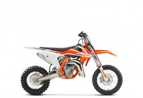 The KTM 65 SX is a fully-fledged race machine for young pilots aged between 8 and 12 years. This little flyer features the latest WP XACT front forks with revolutionary AER technology, ultra-cool graphics and a power delivery that sets the benchmark in its class. Like its larger counterparts, the KTM 65 SX has READY TO RACE ride dynamics, quality equipment and superior craftsmanship, providing winning performance to young competitors.