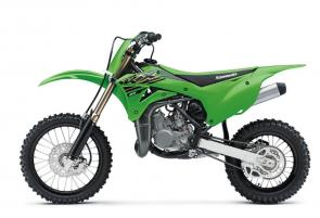 The KX™85 motorcycle brings Kawasakis proven performance to the amateur ranks. Proportionate power of the 84cc engine and race-ready technology grant young racers the championship-winning advantage they need to sharpen their skills.
