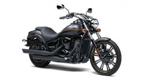 The 900cc V twin powered Kawasaki Vulcan 900 motorcycle has all the style and attitude of a one of a kind build.